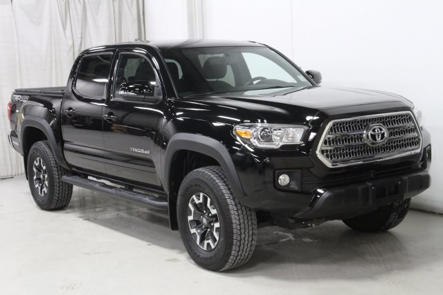 Pre-Owned 2017 Toyota Tacoma TRD Off Road with Navigation